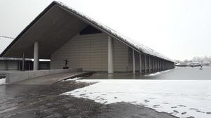 雪が積もった美術館